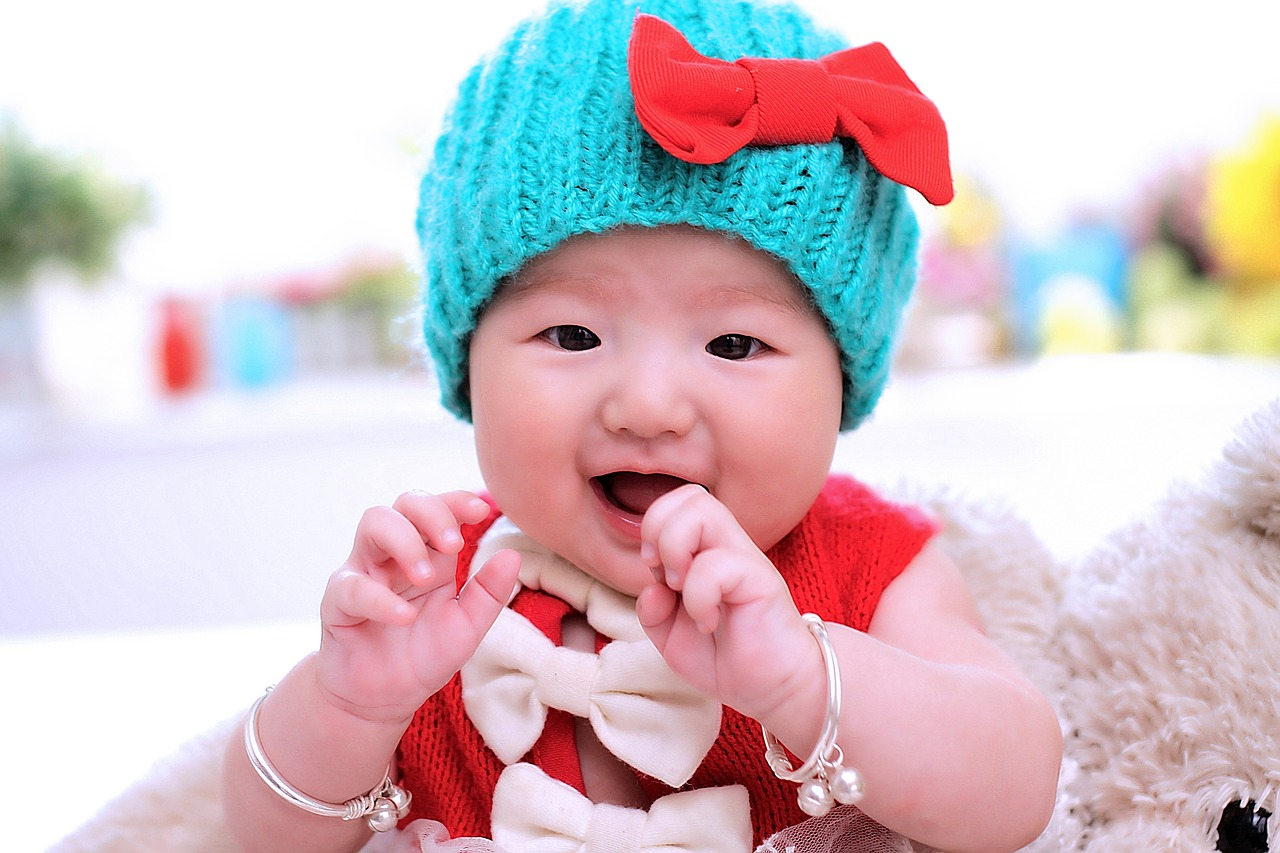 Infant girl with hat and bracelets